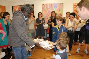 Local kids presenting welcome cards to Mervyn Rubuntja at Tali Gallery